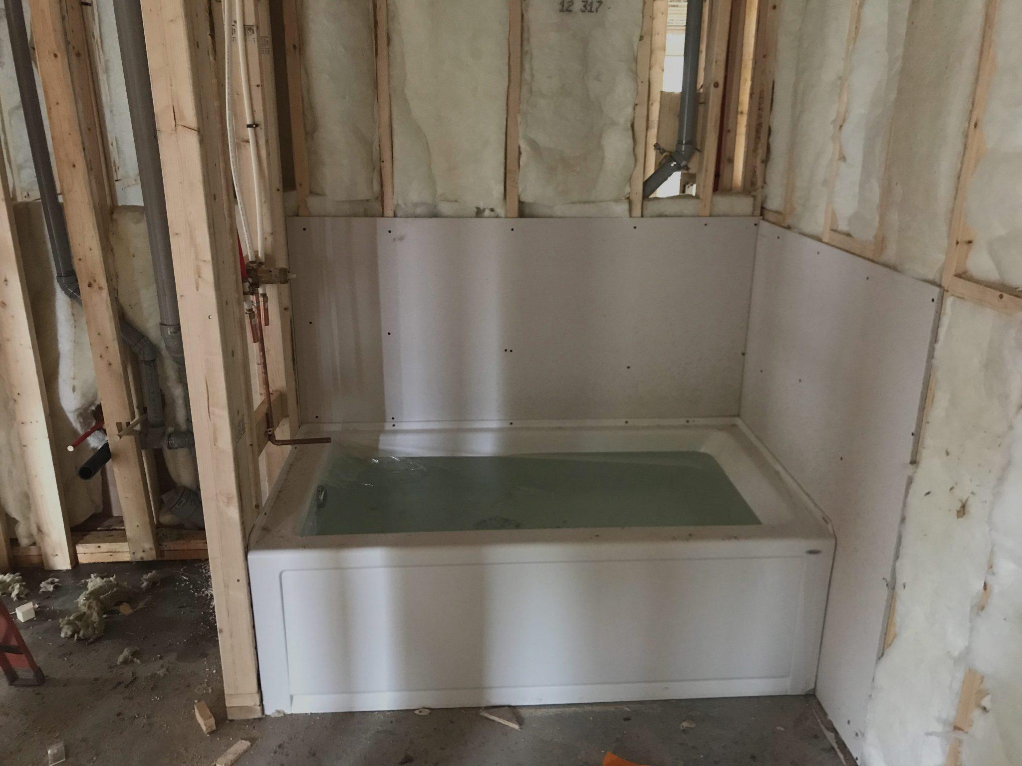 Installation d'un bain dans une maison neuve